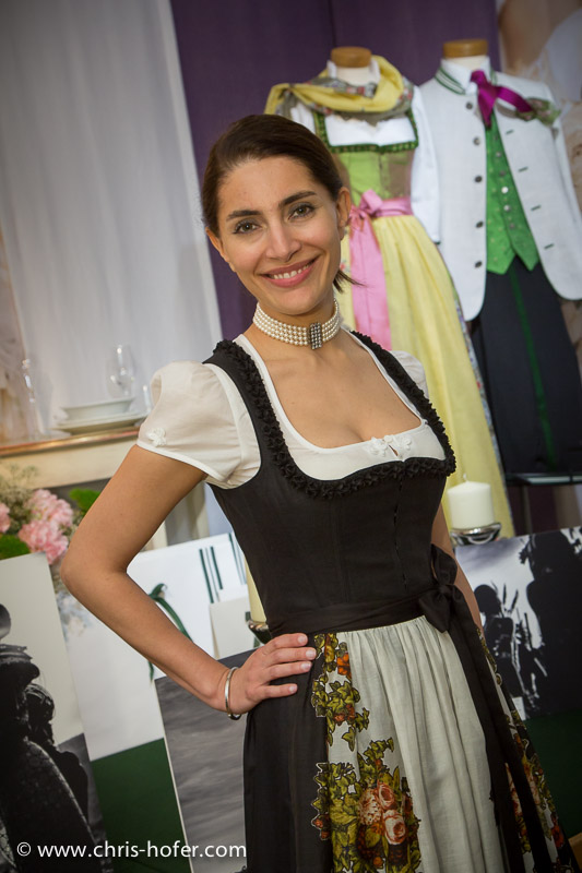 AMREF Black & White Charity-Gala im Gwandhaus Salzburg, 2014-05-16; Foto: Chris Hofer; Bild zeigt: Bond-Girl Caterina Murino