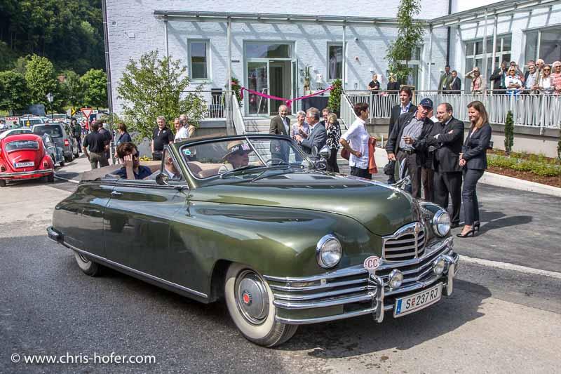 Eröffnung Fahrtraum Mattsee, 2013-06-15; Foto: Chris Hofer; Bild zeigt: auch vor dem Gebäude von fahr(t)raum waren einige schöne Exponate zu bewundern