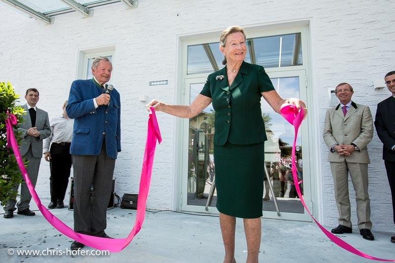 Eröffnung Fahrtraum Mattsee, 2013-06-15; Foto: Chris Hofer; Bild zeigt: Elisabeth Piech öffnete symbolische durch öffnen eines Bandes die Pforten