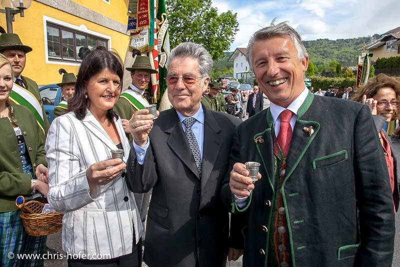 Eröffnungsfeier Mesnergütl Gemeinde Hallwang, 2011-04-29, Foto: Chris Hofer, Bild zeigt: LHF Gabi Burgstaller, Bundespräsident Heinz Fischer, Bgm. Helmut Mödlhammer