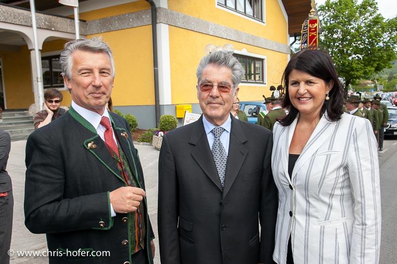 Eröffnungsfeier Mesnergütl Gemeinde Hallwang, 2011-04-29, Foto: Chris Hofer, Bild zeigt: Bgm. Helmut Mödlhammer, Bundespräsident Heinz Fischer, LHF Gabi Burgstaller