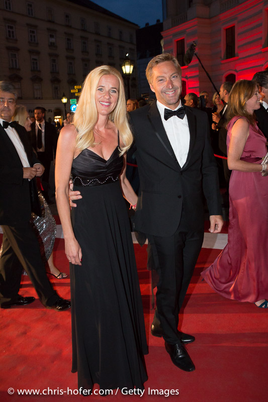VIENNA, AUSTRIA - JUNE 26: Hans Knauss with his wife Barbara attend the Fete Imperiale 2015 on June 26, 2015 in Vienna, Austria.  (Photo by Chris Hofer/Getty Images)