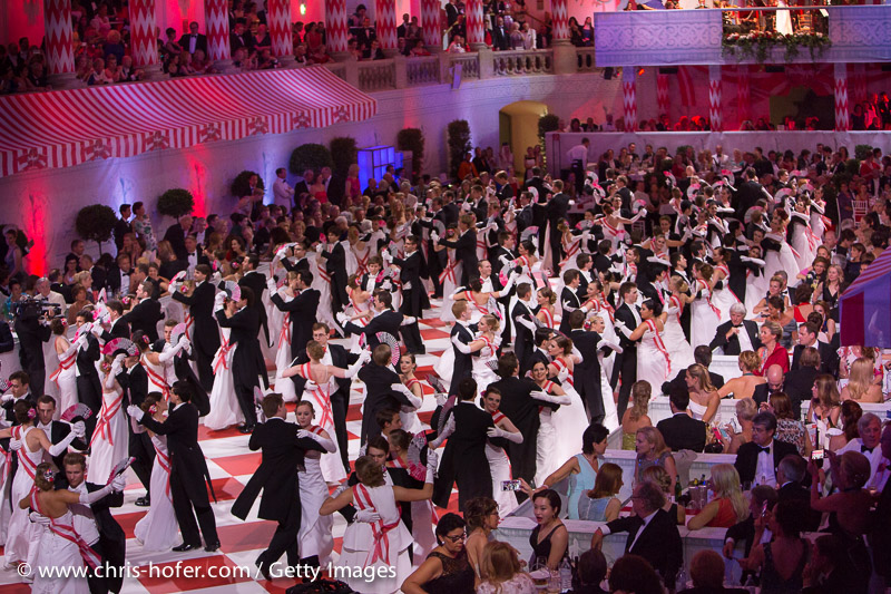 VIENNA, AUSTRIA - JUNE 26: Opening with debutants at the Fete Imperiale 2015 on June 26, 2015 in Vienna, Austria.  (Photo by Chris Hofer/Getty Images)