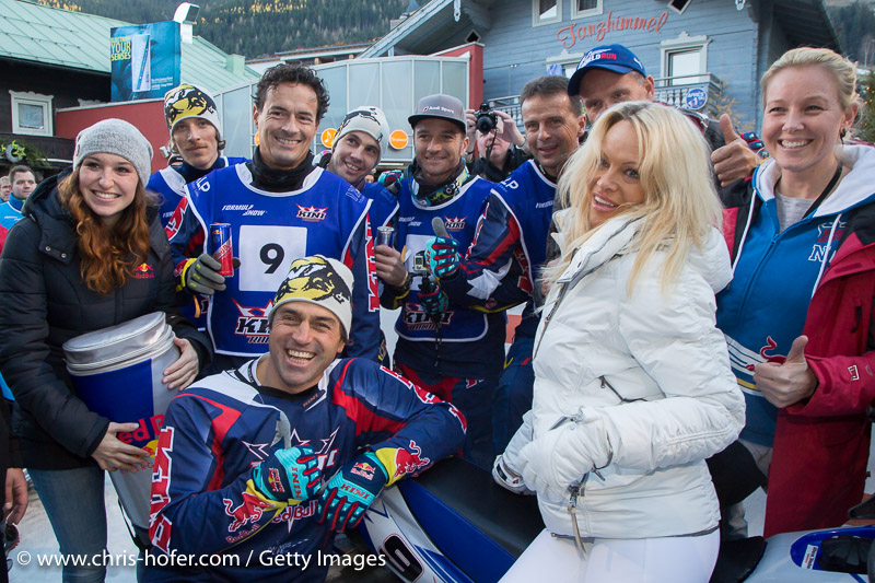 SAALBACH-HINTERGLEMM, AUSTRIA - DECEMBER 05:   Pamela Anderson poses with KINI Red Bull team members Kristian Ghedina, Kris Rosenberger, Simo Kirssi, Ben Hemingway, Timo Scheider, Andy Meklau and Heinz Kinigadner during the third and final day of the Formula Snow 2015 ski opening on December 5, 2015 in Saalbach-Hinterglemm, Austria.  (Photo by Chris Hofer/Getty Images)