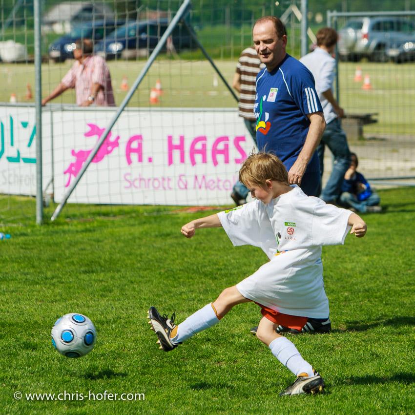 """Herbert """"Schneckerl"""" Prohaska kommt, Die junge, oesterreichische ADEG Erste Liga, Untersbergarena, 2009-05-08; Bild zeigt: Herbert Prohaska; Foto: Chris Hofer"""