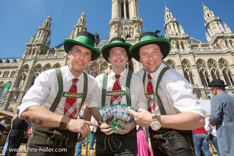 Eröffnung Steiermarkdorf beim Rathaus Wien, 2015-04-16; Foto: Chris Hofer, Bild zeigt: Trio Schneiderwirt - Manfred Pignitter, Gottfried Pgnitter, Markus Kern