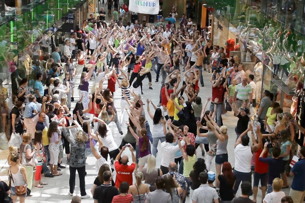 Film: Flashmob Salsa Club Salzburg im Europark